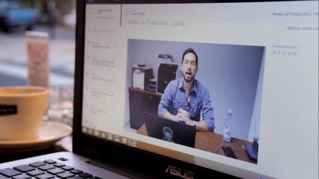 Ilustração da plataforma de membros do Instituto Aprender Espanhol Online