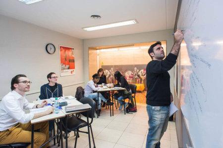 fr bue evening 1 450x300 - Melhores Escolas de Espanhol na Argentina